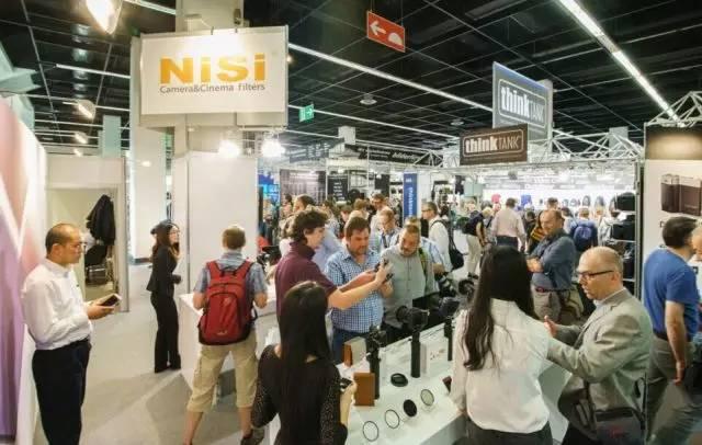 观众现场体验NiSi产品